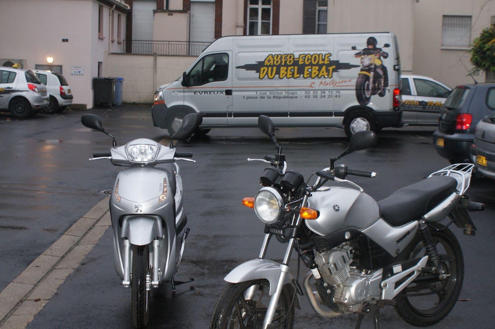la 125 Yamaha et le Scooter 125 Peugeot